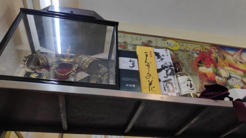 日本の兜とお酒