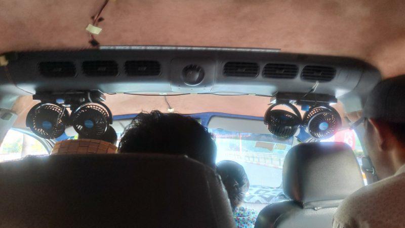 乗合タクシー車内