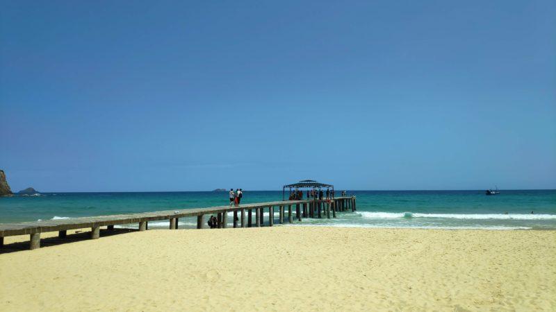 砂浜から延びる桟橋2