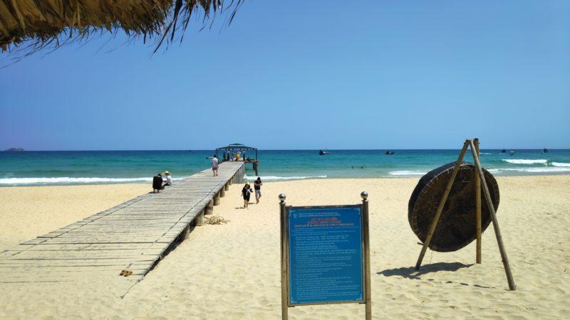 砂浜から延びる桟橋1