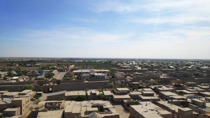 塔の南側からはトルクメニスタンが見えます