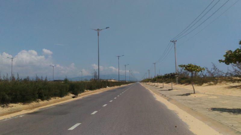 チナイ港を超えると見える砂地