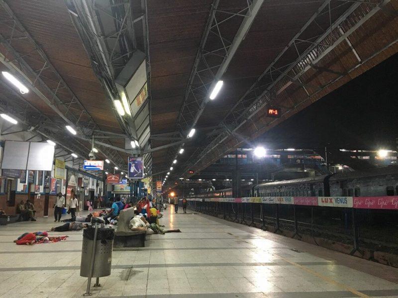 インドの駅