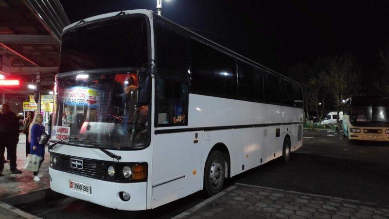 キルギスの長距離バス