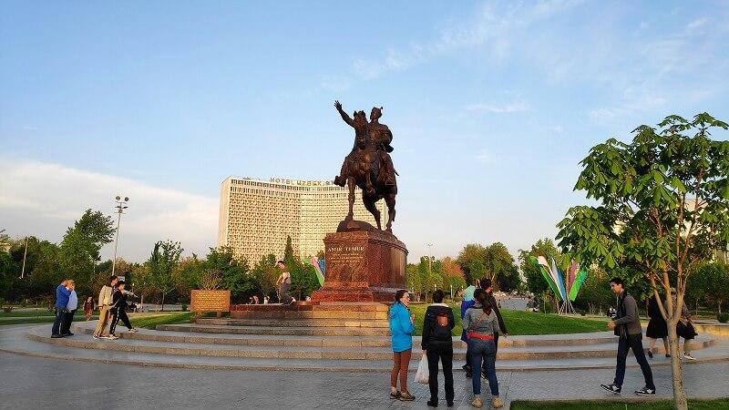 アミール・テムール像