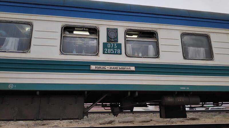 ヌクス~マンギスタウ行きの列車