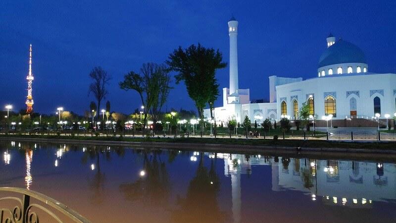 夜のミノール・モスク