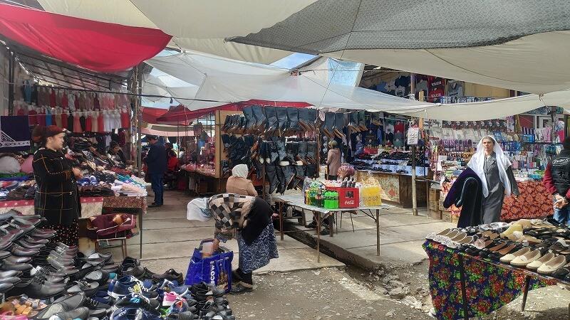 ウズベキスタン、ウルグットのマーケットの様子