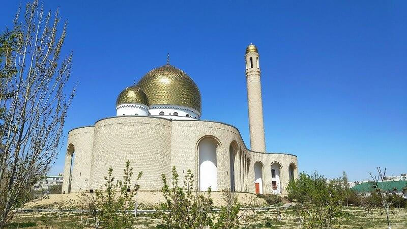 カザフスタン、アクタウのモスク「Beket-Ata」