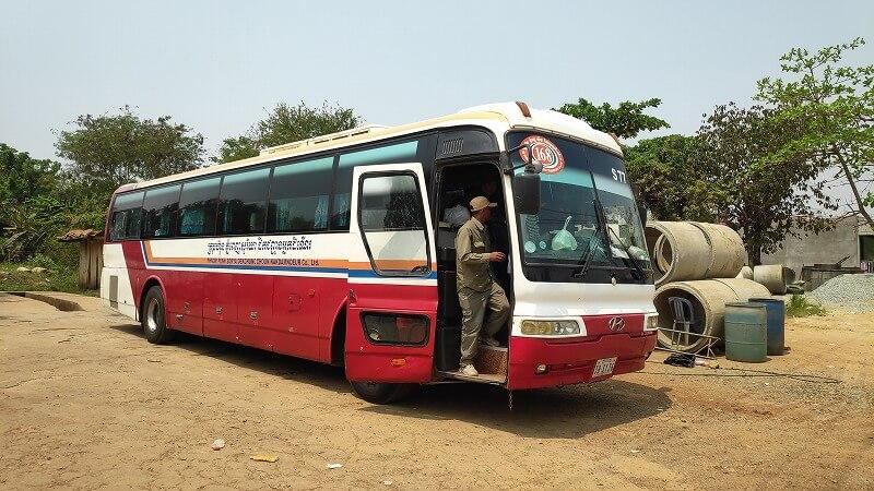 プノンペンからバッタンバンへのバス