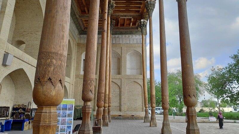 バラハウズモスクの柱