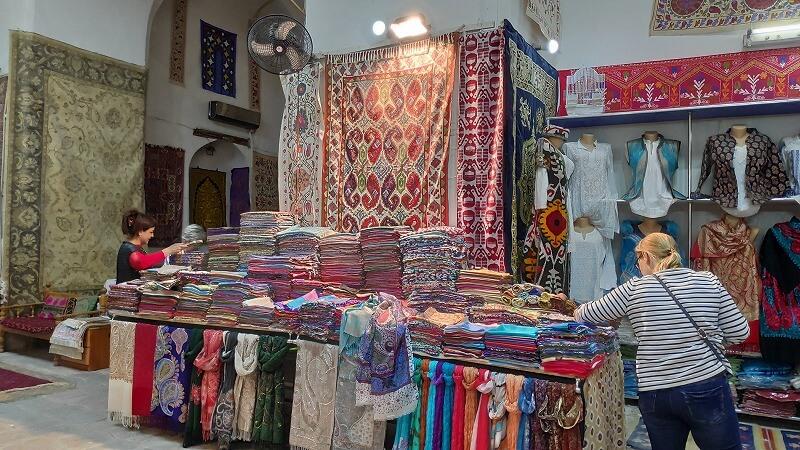 カラン・モスク近くの洋服屋