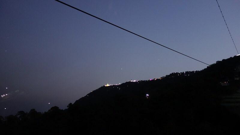 チャイティーヨ・パコダ行きのケーブルカーからの景色