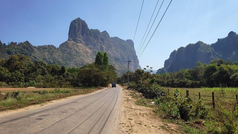 ミャンマー、パアンのズウェガビン山への道