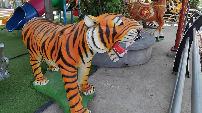 ミャンマー、パアンのトラの乗り物