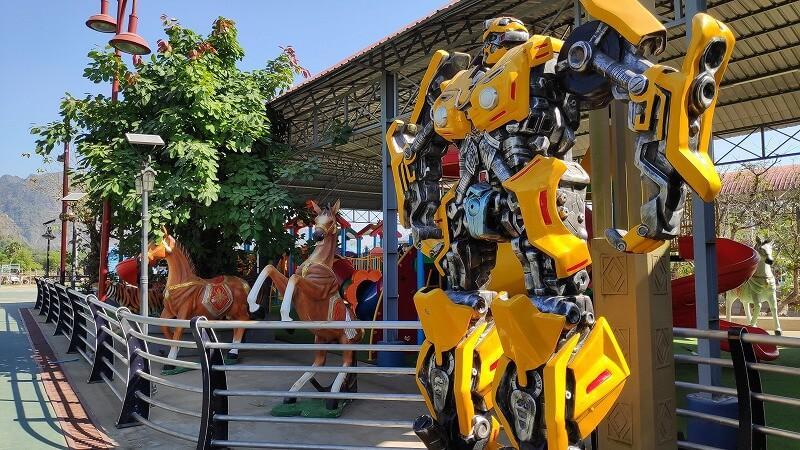 ミャンマー、パアンのロボット