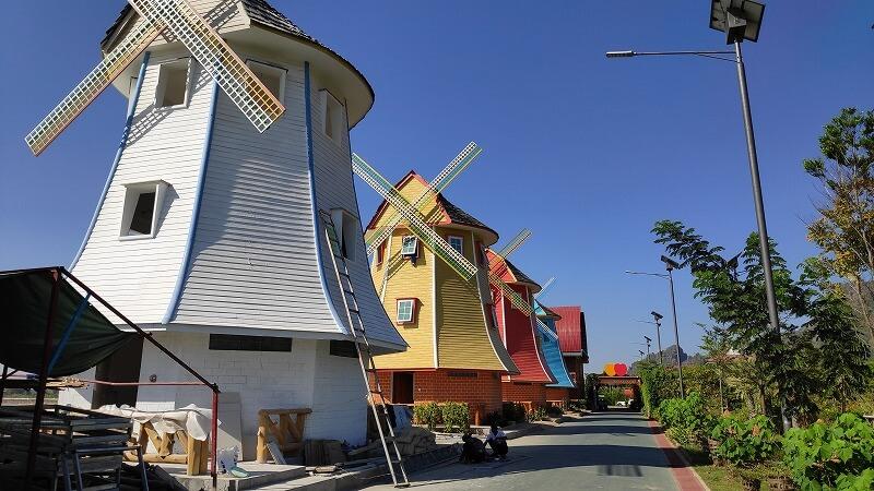 ミャンマー、パアンの風車小屋