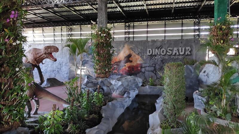 ミャンマー、パアンの恐竜館