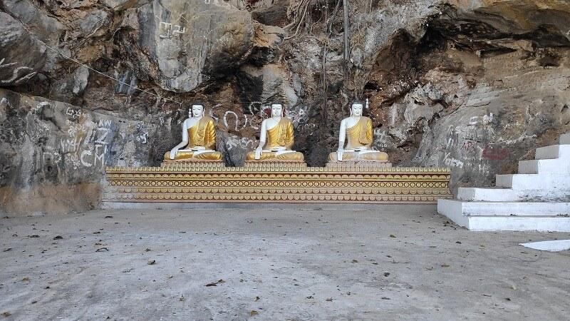 ミャンマー、パアンの3体の仏像