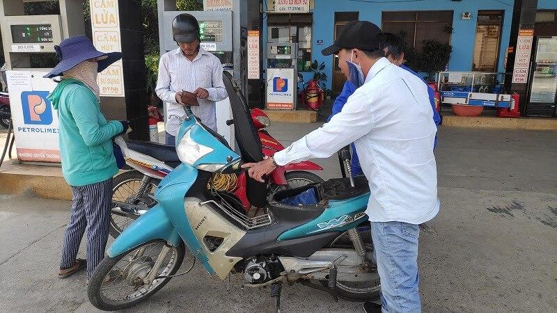 バイタクの給油