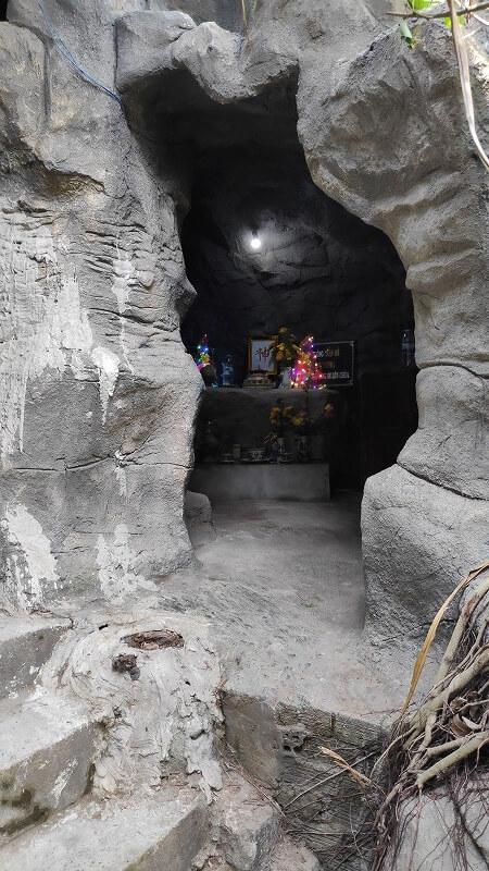 洞穴の祭壇