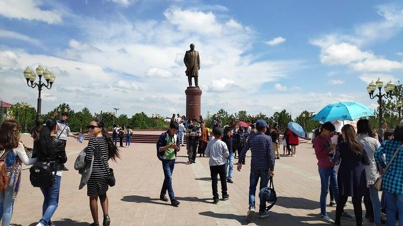 サマルカンドのイスラム・カリモフ記念碑